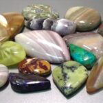How do you identify raw gemstones?